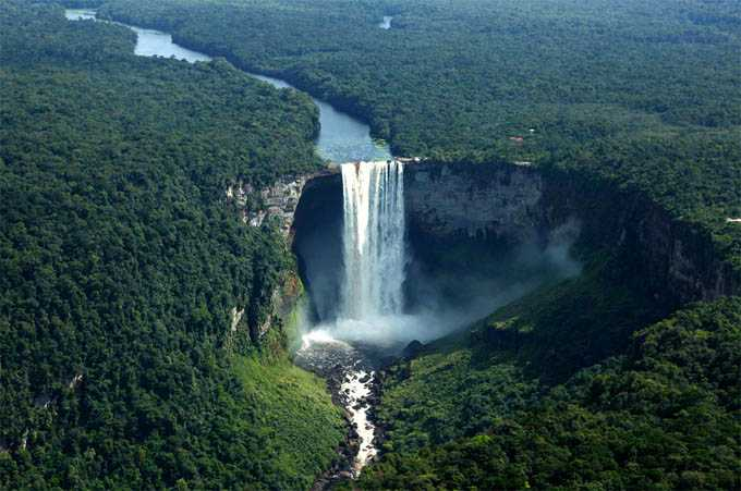 the-worlds-largest-drop-water-fall-kaieteur-falls