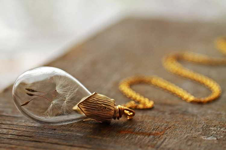 Gold dandelion necklace q