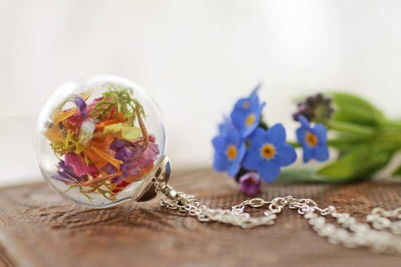 Irish wildflower necklace