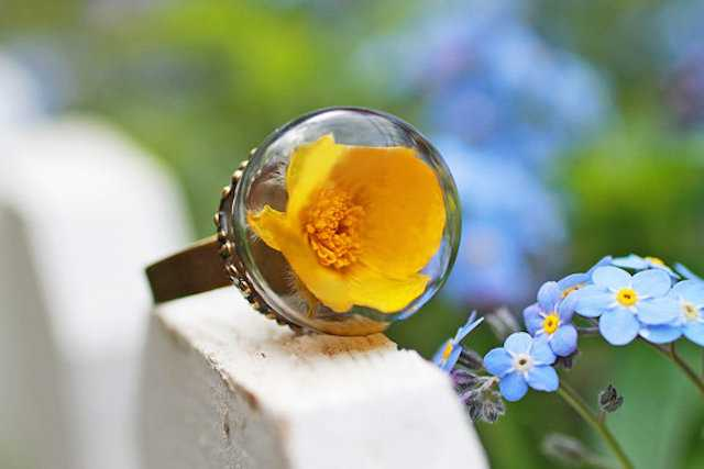 Jewels-Containing-Real-Flowers-12