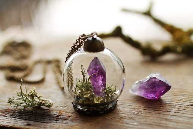 Poetic-Jewels-Containing-Real-Flowers_05