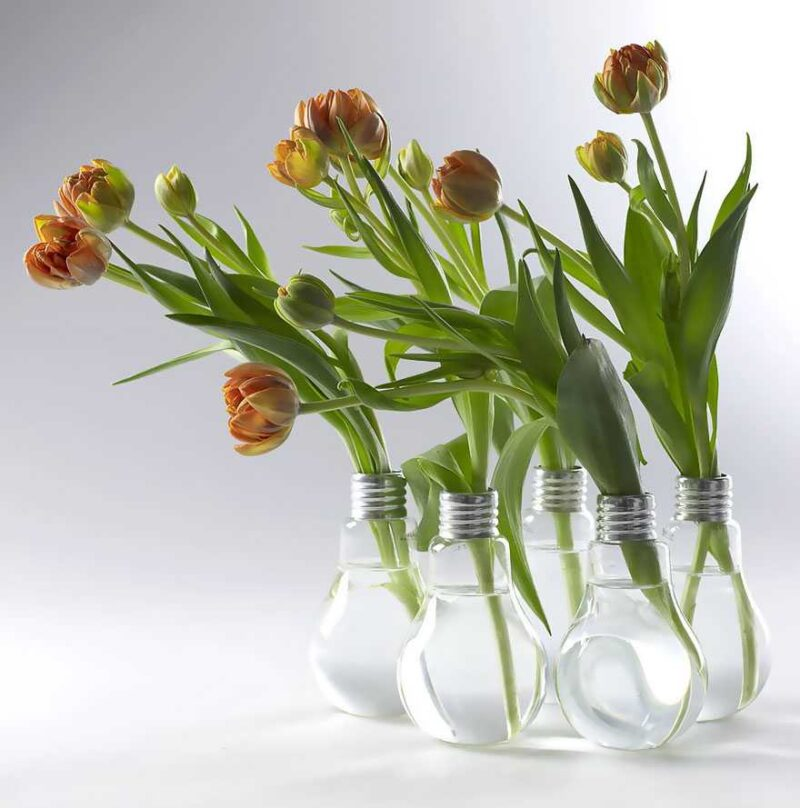 Awesome DIY Ideas For Recycling Old Light Bulbs 9