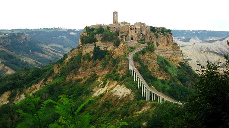 Hidden beautiful places 10 awesome and amazing places around the world slicontrol com - Civita di bagno ...