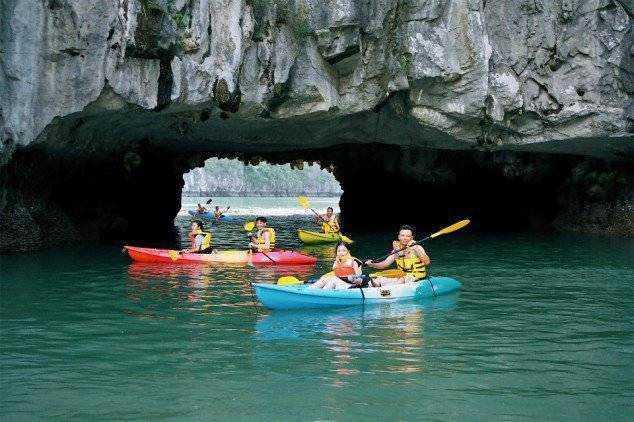 Ha-Long-Bay-Vietnam-634x422