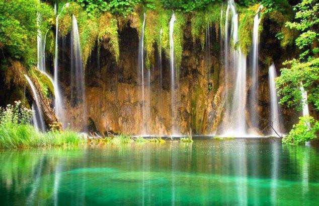 Plitvice-Lakes-National-Park-is-the-oldest-national-park-in-Southeast-Europe-and-the-largest-national-park-in-Croatia.-634x409