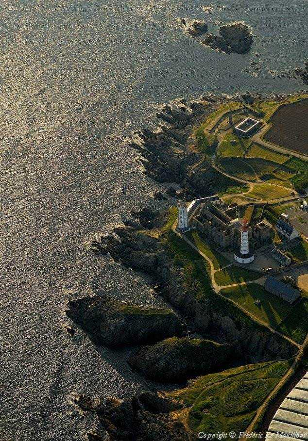 Pointe-Saint-Mathieu-France-634x909